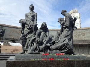 Center Figures in Memorial